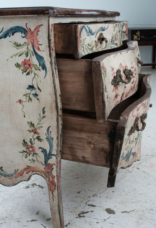 Alight on a piece of decorative furniture like this, put your hand in your pocket & buy it.