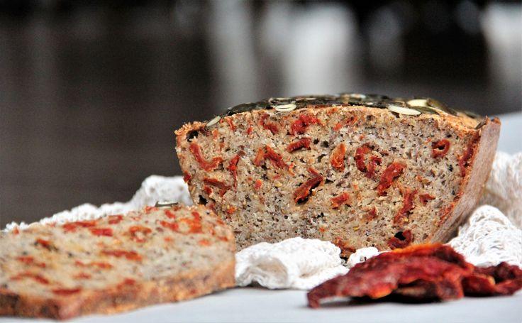 Bezglutenowy chlebek z suszonymi pomidorkami