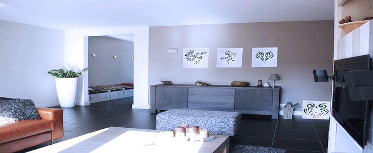 Onze exclusieve sfeer (wand)verlichting bevat veel leuke en originele ontwerpen voor in je huis. Na het inrichten van een kamer zijn het juist die kleine toevoegingen van woonaccessoires die een persoonlijke stijl en sfeer toevoegen. Door goed kleurgebruik en bijpassende accessoires straalt de kamer warmte uit en zal je daardoor echt thuis voelen.