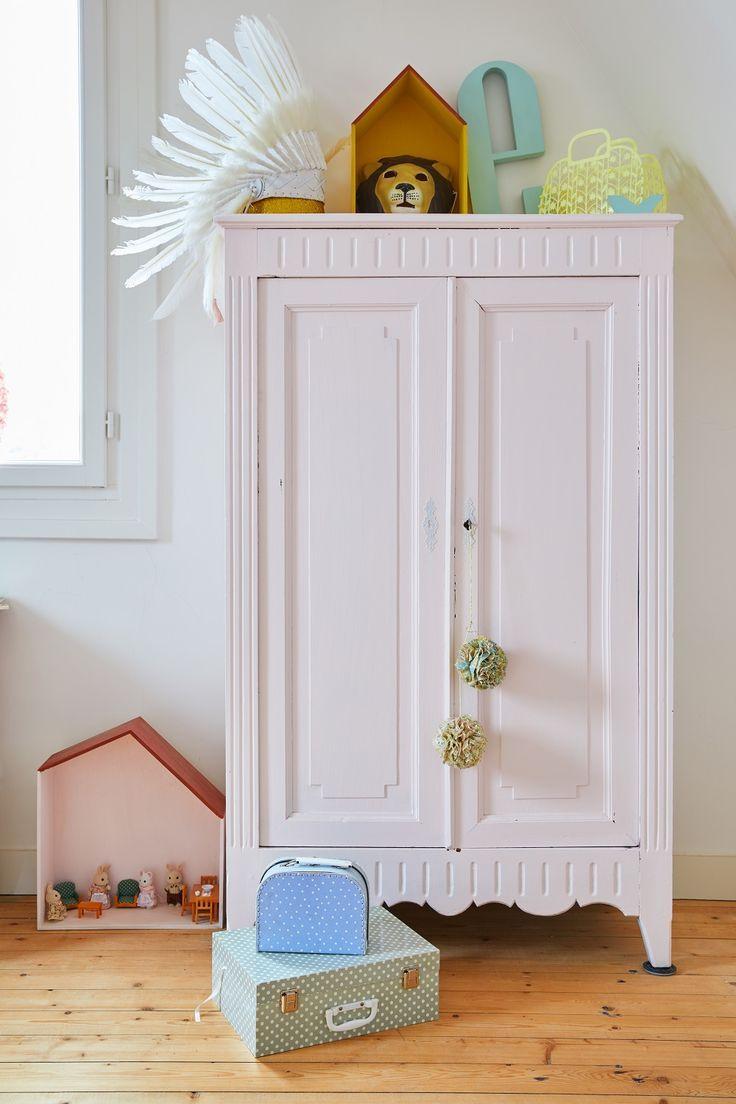 Das Lieblingsttück von Olivia ist die rosafarbene selbstgestrichene Kommode im Kinderzimmer ihrer Tochter. Ein einzigartiges Interior-Piece mit Retro…