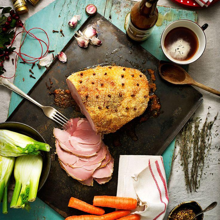 Kocklegenden Anders Levén lagar spännande julskinka som får god smak när den kokas i öl.