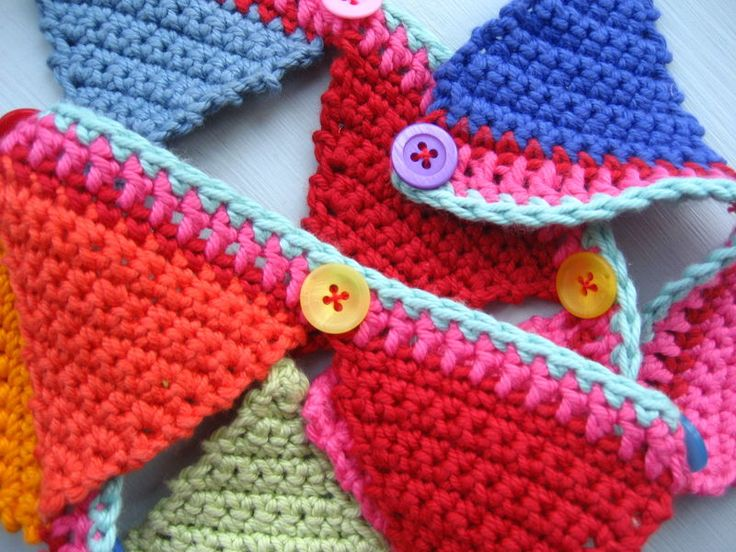 Knitting Pattern Christmas Bunting : 17 Best images about Crochet Bunting on Pinterest Crochet flowers, Flower c...