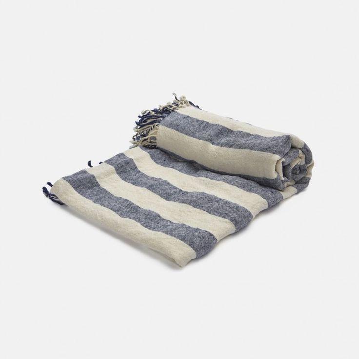 Drap de bain rayures larges de La Trésorerie disponible sur le site de la Trésorerie. Magasin de décoration et d'objets pour la maison à Paris.