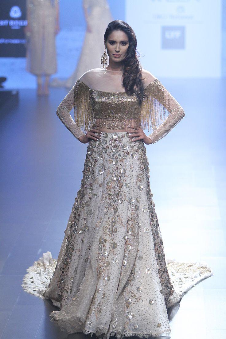 Shriya Som at Lakmé Fashion Week summer/resort 2016 | Vogue India | Fashion | Fashion Shows