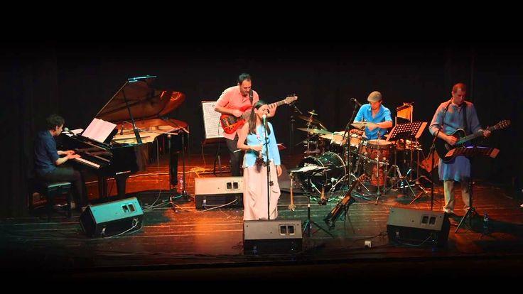 La esperanza canta marta g mez directo en barcelona for Guitarras barcelona