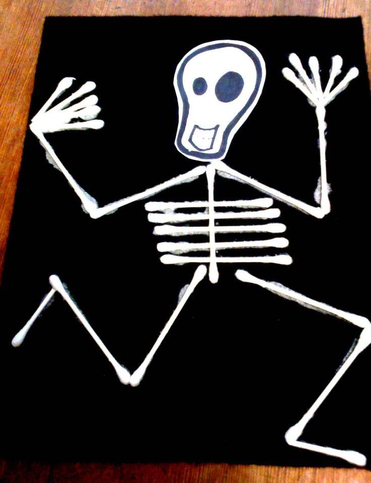 Skelet van wattenstaafjes - zie ook de Activitheek van www.doenkids.nl