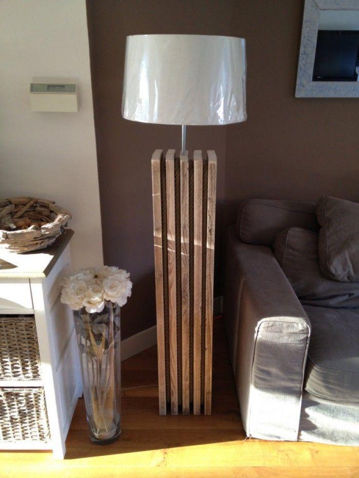 originele steigerhouten vloerlamp gecombineerd met boottouw. Staat geweldig in een Riviera Maison of Riverdale inrichting. In elk gewenste hoogte te maken.