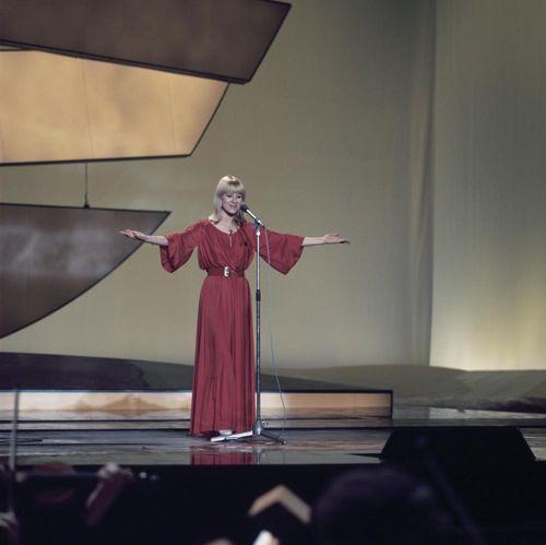 moustache eurovision lyrics in french