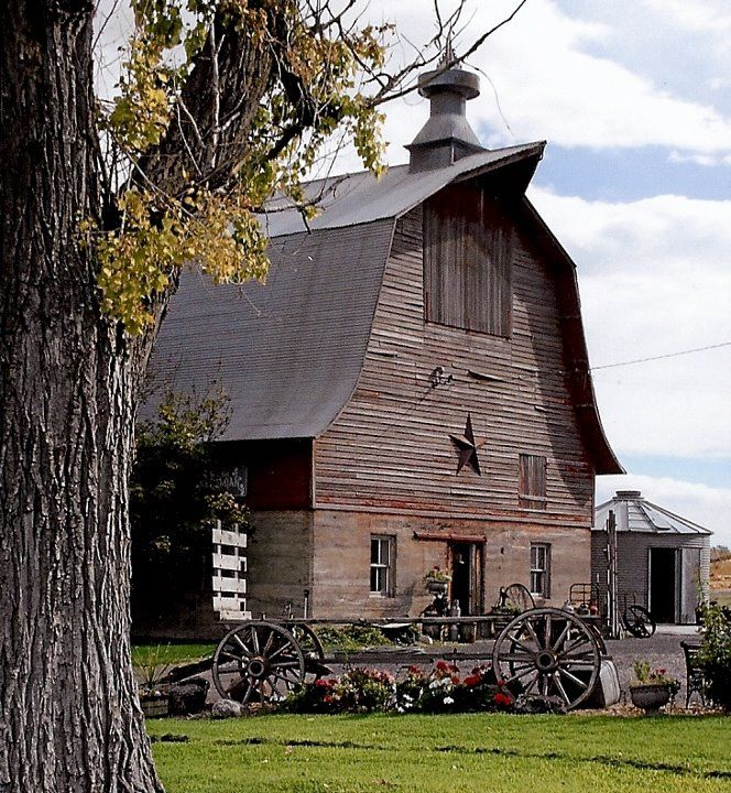 The 25 best old barns ideas on pinterest country barns for Country barn builders