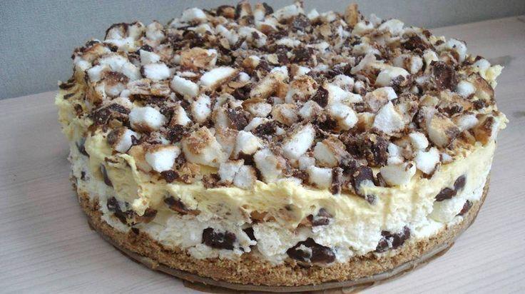 Bokkenpootjes zijn beroemde koekjes die we allemaal wel eens hebben gegeten. Wist je dat je er ook een heerlijke taart van kunt maken? Deze taart is heel simpel te maken en hij is heel snel klaar. Wij hebben het recept voor jou opgezocht en simpel beschreven. Bekijk het recept op de volgende pagina.. Bron: StayathomeMama