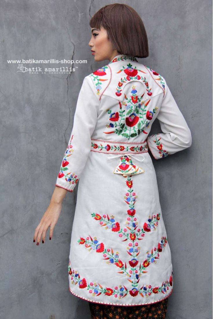 Batik Amarillis made in Indonesia www.batikamarillis-shop.com  an outfit which fit to for the Queen !! - we proudly present Batik Amarillis's Ildiko 3 - such a beautiful, elegant & unique long tailed outer which features  Hungarian embroidery inspired   #madeinindonesia#hungarianembroidery#batikindonesia#fashioneditorial#fashionphotography