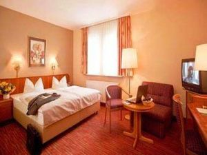 Ramada Hotel Mannheim:  The Ramada Hotel Mannheim is situated just a short walk from the Mannheim Palace and only a few steps from local restaurants, bars and shops.  http://www.mannheim-hotel.com/ramada-hotel-mannheim/