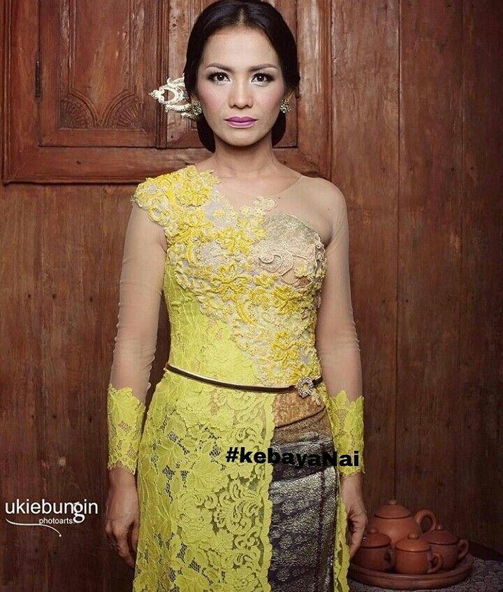 Kebaya kuning lemon  by.kebaya Nai (Jakarta - Indonesia)