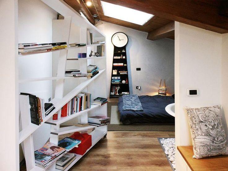 La libreria : Camera da letto moderna di Spazio 14 10 di Stella Passerini