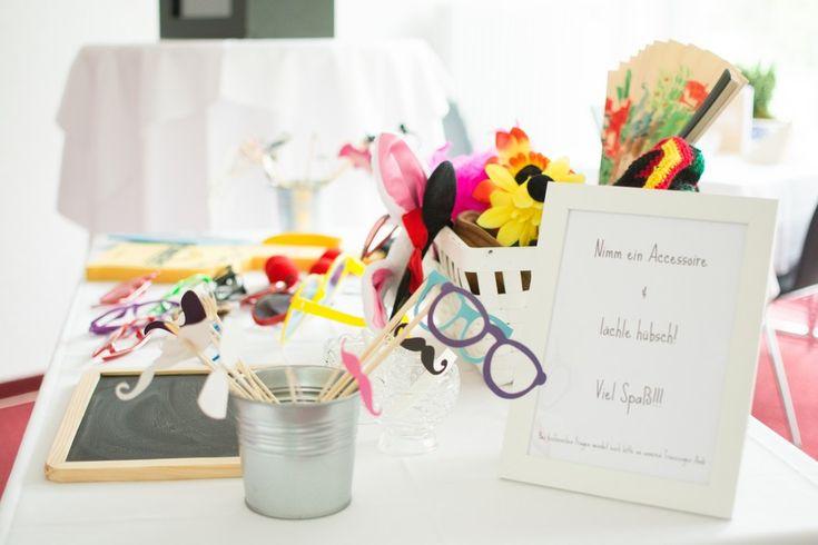 tisch-accessoires-photobooth-melanie-wirth | Hochzeit | Pinterest | {Tischaccessoires 99}