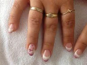 Waarom Kunstnagels?? Een nagelstyliste zal van handen een visitekaartje kunnen maken, iedereen heeft immers wel een reden waarom het met nagels maar niet wil lukken; de één heeft van nature broze nagels, de ander bijt, is zwanger,  of beschadigt haar nagels tijdens het werk.. Zo heb je o.a. acr...