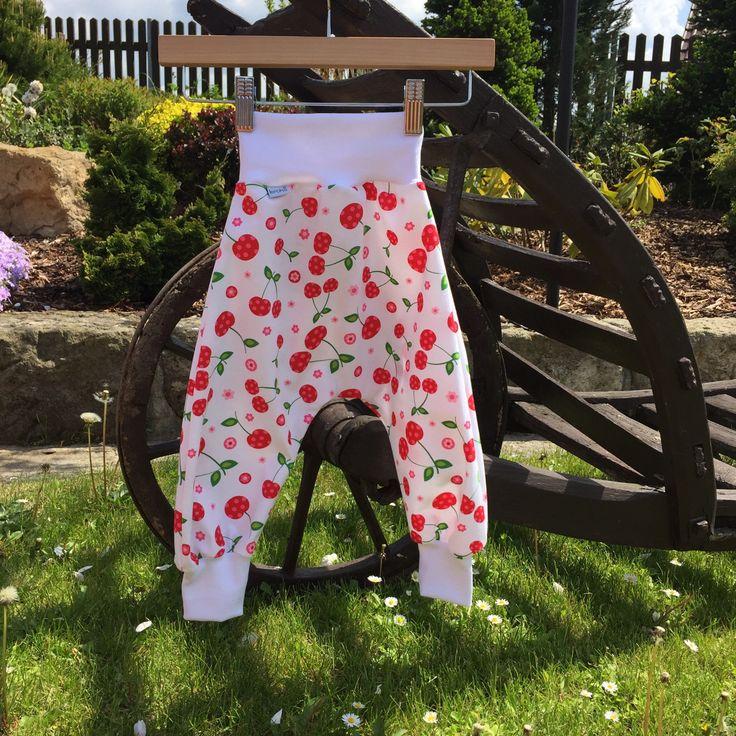 """dětské plátěné turky ... TŘEŠNIČKOVÉ dětské plátěné kalhoty se sníženým sedem - pohodlný střih, měkký materiál umožňující volný pohyb dětí, příjemný na nošení  kalhoty ve velikostech """"KLASIK"""" a """"SLIM""""  ... prosím měřte, míry v tabulce velikostí   materiál: bavlněná ..."""