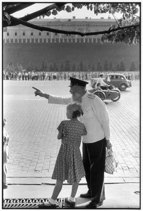 Henri Cartier-Bresson SOVIET UNION. Moscow. Red Square, facing the Kremlin's brick wall. 1954. Old railway worker.