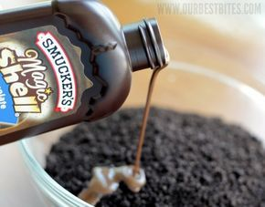 How to: Crunchies! Pouring magic shell into chopped oreos {for crunchy cake fillings!}