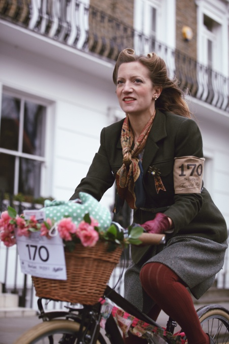 London Tweed Run, 2011, fashion, bike, style, cycling, basket, flowers, 1940s, vintage, autumn, outfit, tweed jacket, burgundy tights, victory rolls