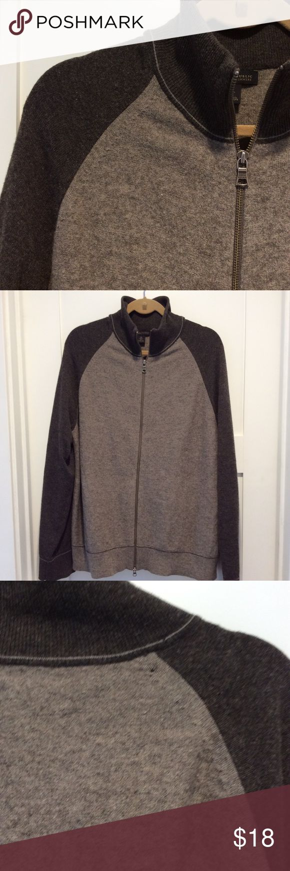 Banana Republic, Men's zip cardigan, XL Light brown/dark brown raglan sleeve full zip cardigan sweater. Made of lambs wool and cashmere.  Warm and cozy! One pin hole on back shoulder (just noticed) please see 3rd picture. Otherwise good condition. Size XL Banana Republic Sweaters Cardigan
