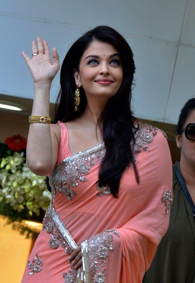 Ashwarya rai in Pink saree