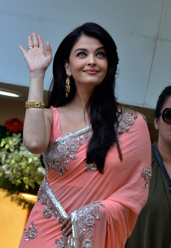 Ashwarya rai in Pink saree