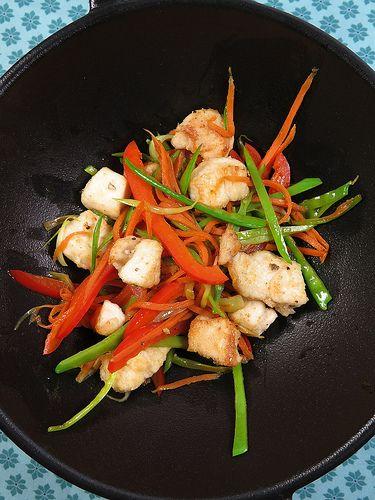 Wok de poulet aux légumes et au poivre blanc