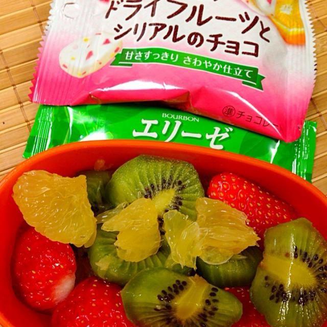 いちご、キウイ、夏蜜柑。エリーゼ抹茶。シリアルチョコなど。 - 17件のもぐもぐ - お弁当のお供 by okiyo