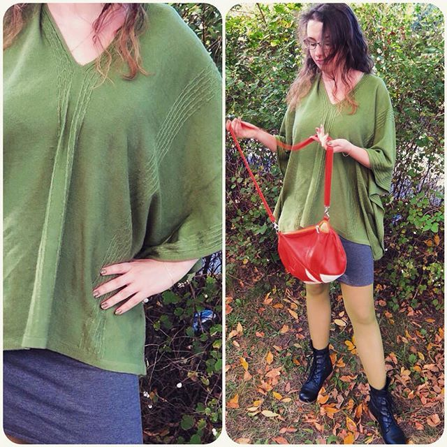 W taką pogodę chciałoby się nie rozstawać z kocem. Wtedy wyciągam z szafy sweter-poncho  #poncho #jesień #zielonysweter #ootd #outfit #stylizacja #jakkoc #fall #autumn #autumnoutfit #kochamzielony  #torebka @krukrustudio ❤️