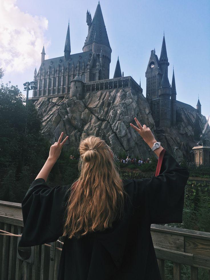 Tumblr, Harry Potter, hogwarts, gryffindor, Girl, half-up half-down, universal studios Orlando, girl, goals, blonde Instagram: @josephinenedergaard