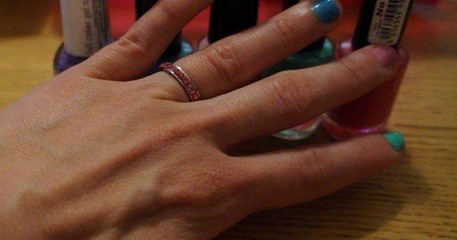 Φτιάχτο μόνη σου: πολύχρωμα ανοιξιάτικα νύχια σε παστέλ χρώματα