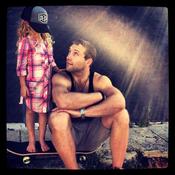 So sweet - I didn't know he was their godfather. Jai Courtney with his godchildren Jesse & Indi Whitfield (Andy Whitfield's kids) ♥