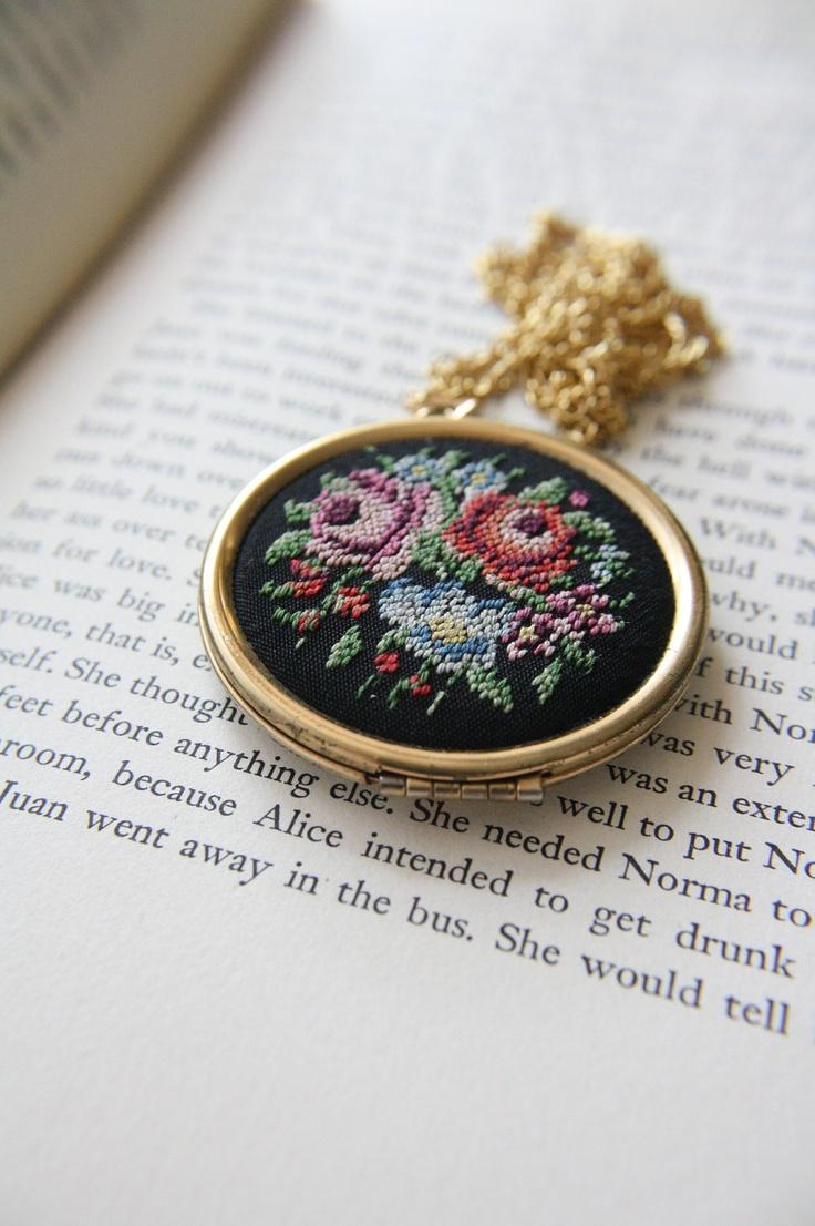 Beautiful Vintage Needlepoint Locket Necklace . 70s, I would like to create it with white or ivory background