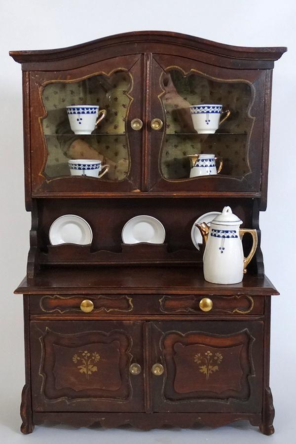 Буфет Красивый антикварный детский буфет для кукольной посуды, сделан в Германии примерно в 1900-1920 годы.