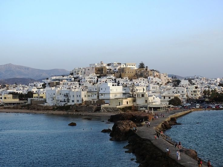Planning a trip to the Greek Island of Naxos and looking for information? Read here where to stay, how to get and things to do in Naxos Greece.