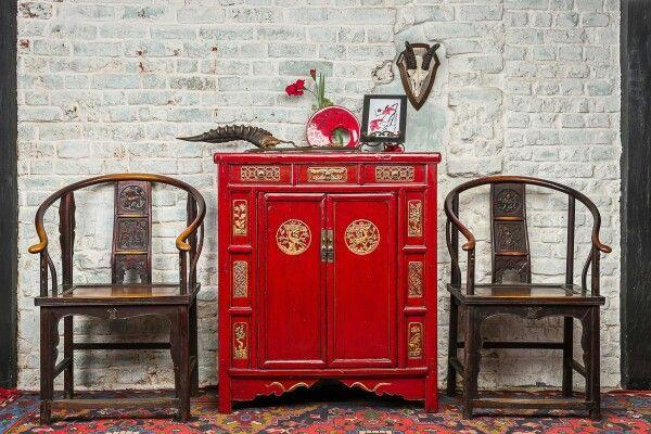 BF-20581 - Гуй- традиционный шкаф, красного цвета с пятью ящиками. Династия Мин  Размер: 100*45*130  В Китае, свадебная церемония также традиционна как и обычии. Этот шкаф китайские мастера делали специально для невест. В нем хранили преданное, свадебные украшения и наряды.  www.kitaischina.ru  #шкафневесты #красныйшкаф #шкаф #комод #красныйвинтерьере #красный #кресло #Китай #китайскаямебель #мебельизкитая #китайскаятрадиционаямебель #Китайщина #восточнаямебель #дизайнерскаямебель #эклектике…