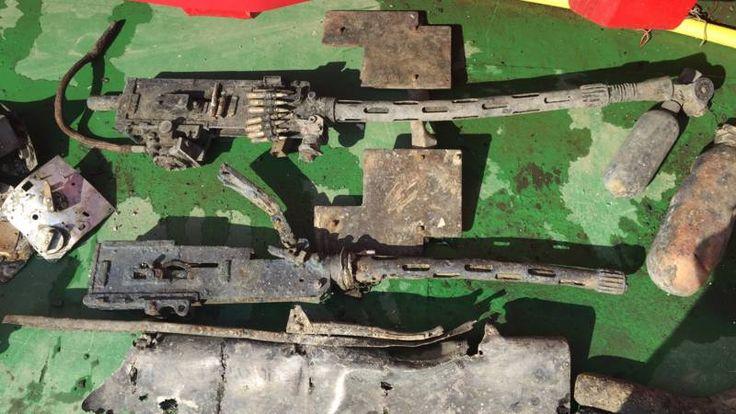 De machinegeweren horen bij de WO II-bommenwerper die onder leiding van Defensie geborgen wordt in het IJsselmeer.