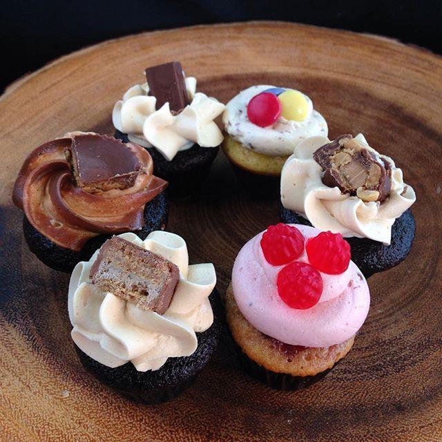 A new take on old favourites! #happyhalloween! #ohhenrycupcake #smartycupcake #coffeecrispcupcake #peanutbuttercupcupcake #kitkatcupcake #swedishberrycupcake #buttercream #custom #halloweendessert #portcredit #toronto #mississauga #gta #foodporn #cakeporn #dessertporn #mississaugabakery #portcreditbakery #torontobakery #gtabakery #mississaugacakes #sassyandsweet
