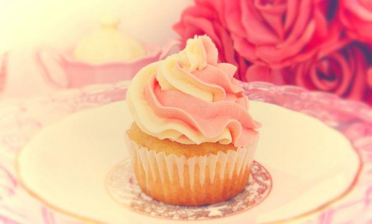 creamy vanilla rose pink swirl www.designerscupcakes.com