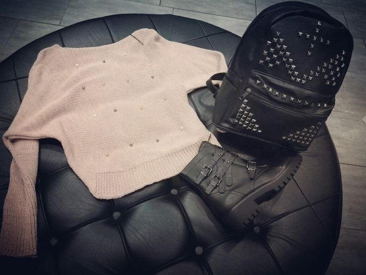 🔹Buongiorno🔹con #duetto Maglioncino rosa cipria must have Autunno-inverno 2016 abbianato con zaino super cool😎 borchiato e stivaletto biker per uno stile unico e inimitabile😉✌ #solocosebelle