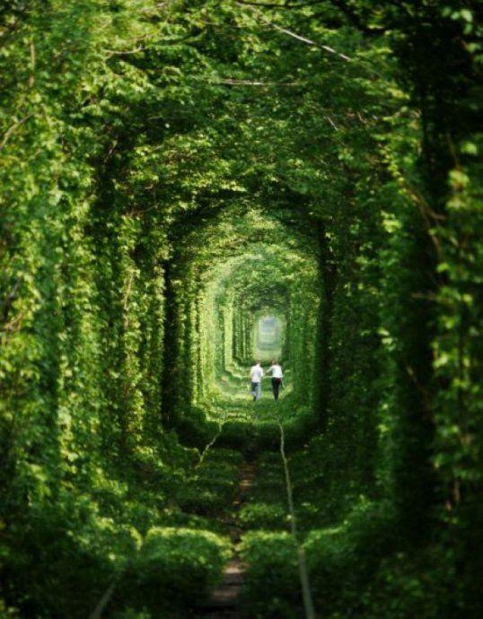 恋のトンネル ウクライナ