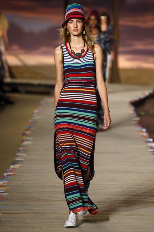 вязаные тренды весна-лето 2016, модный вязаный летний сарафан в полоску, вязаная мода 2016, вязаные вещи сезона (фото 3)