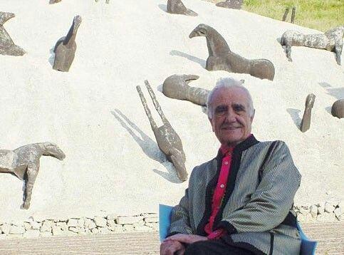 Gibellina, Mimmo Palladino, Montagna di sale, 1990 (in primo piano Ludovico Corrao)