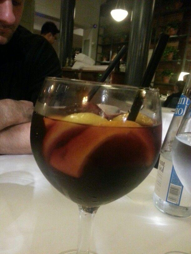 Restaurant Les Quinze Nits, plaça real, Barcelone. Sangria, énorme !
