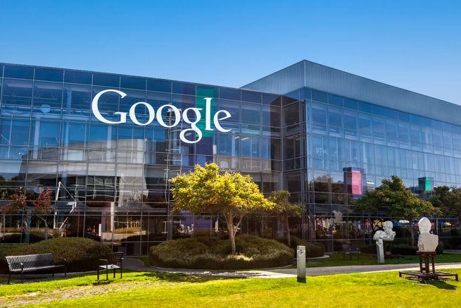 Dyskusje na temat kwestii #prywatności w sieci trwają. Pełny #raport posiedzeń i konsultacji specjalnej komisji planowany jest na koniec lutego 2014. A pod tym linkiem http://bit.ly/1oAsezu możemy już składać własne #wnioski o usunięcie niechcianych wyników wyszukiwania na nasz temat z wyszukiwarki #Google.