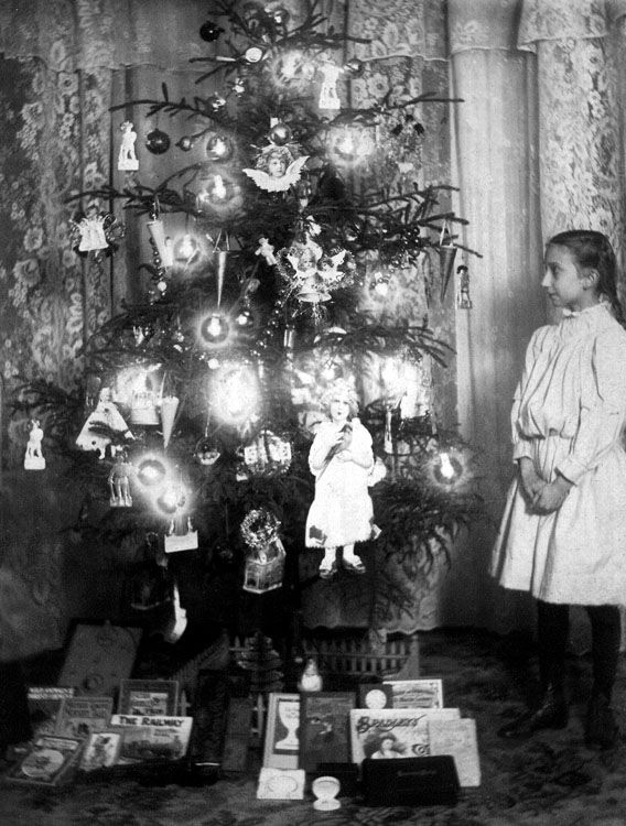 Victorian Christmas ~ Oh I love the tree!