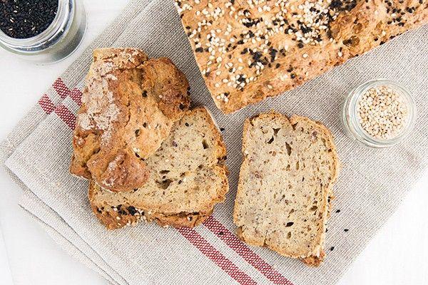 Prepariamo insieme un pane vegano senza glutine che può davvero competere, quanto a bontà, con il pane normale.