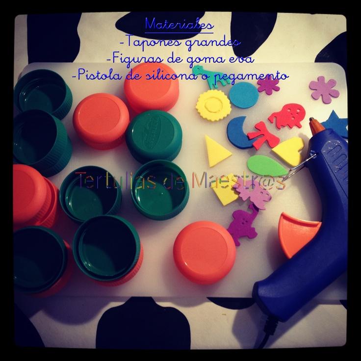 No se necesita gastar tanto en comprar sellos, y si podemos reciclar, mucho mejor:  -tapones de plastico  -Figuras de fomi que puedes hacer con ayuda de un cutter o exacto  -Solo los adhieres a las tapas y listo, puedes pintar con acuarelas, ya que es mas fácil y hay mas variedad de color! #ENJOY