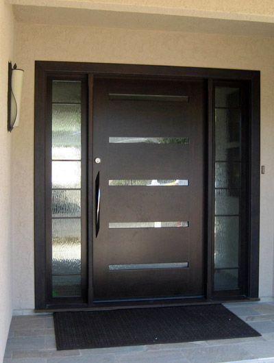 Puerta entrada grande con luz